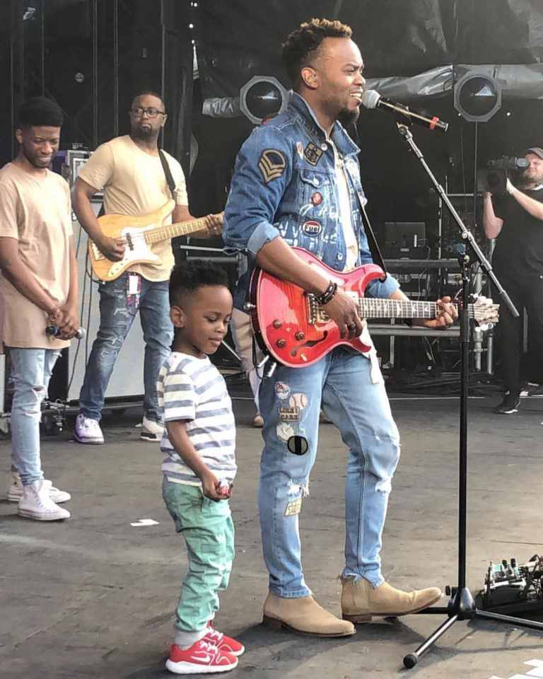 Travis Greene Shares Adorable Family Selfie! - Busysinging